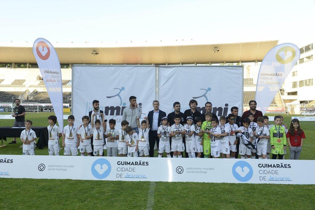 Vitória e Brito Sport Clube vencem a edição de 2016 da Liga Mini de Futebol a082b8f50a401